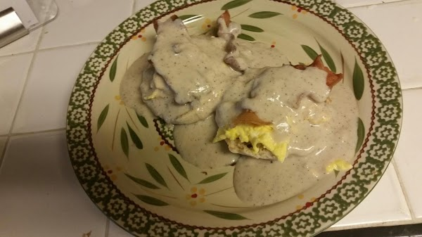 Lay muffins open-faced on 2-plates. (I warm the plates in micro for about 10-seconds)....