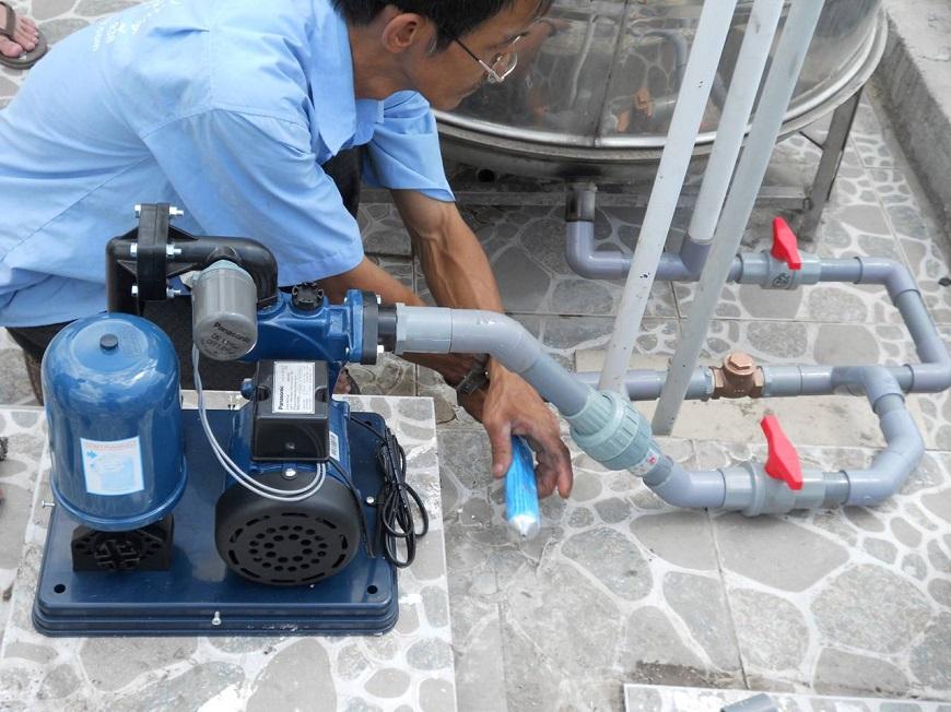 Thay thế đường ống dẫn nước vào bình