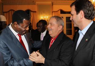 Photo: Ex-presidente Lula cumprimenta Boni Yayi, presidente do Benin e presidente da União Africana, ao lado do prefeito do Rio, Eduardo Paes. Foto: Ricardo Stuckert/Instituto Lula