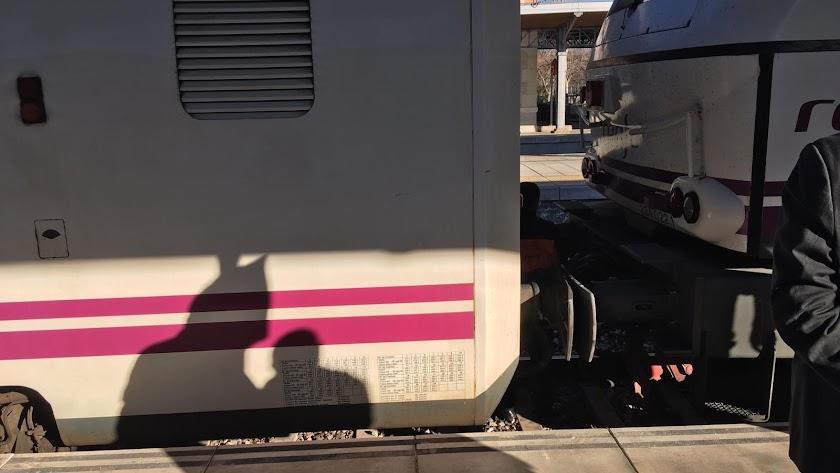 Reenganche de la máquina en la locomotora del Talgo.