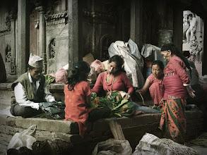 Photo: が〜ッ! よく寝たから なんか食べる・・・  photo : Kathmndu Nepal