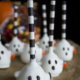 Trick-Or-Treat Ghost Cake Pops