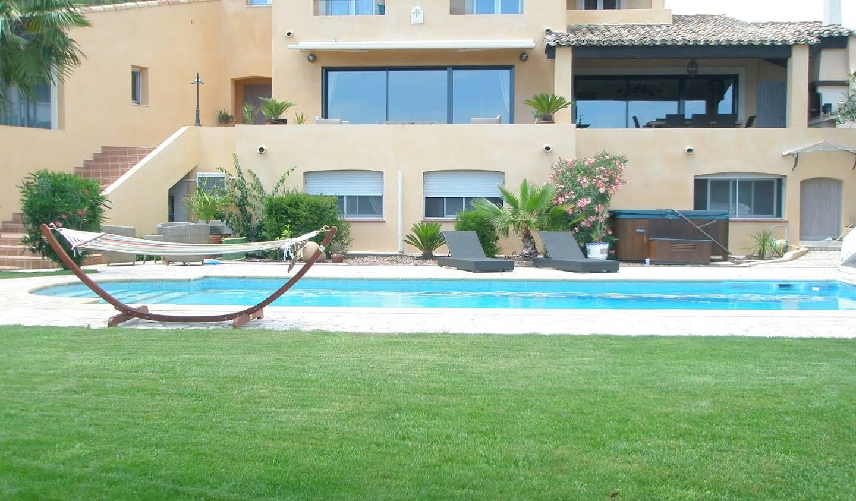 Maison contemporaine avec piscine et jardin Le cap d'agde