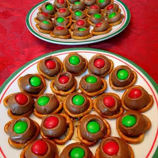 3 ingredient Christmas Pretzel Treats {Recipe}.