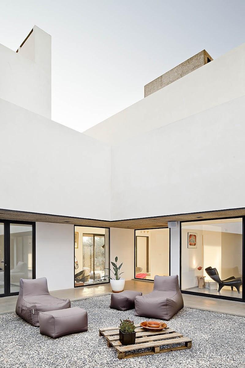 Villa extramuros vora arquitectura tecno haus for Arquitectura de interiores a distancia