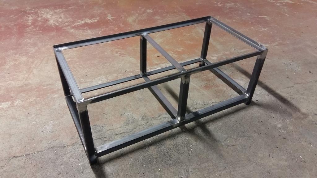 une table basse bois et m tal. Black Bedroom Furniture Sets. Home Design Ideas