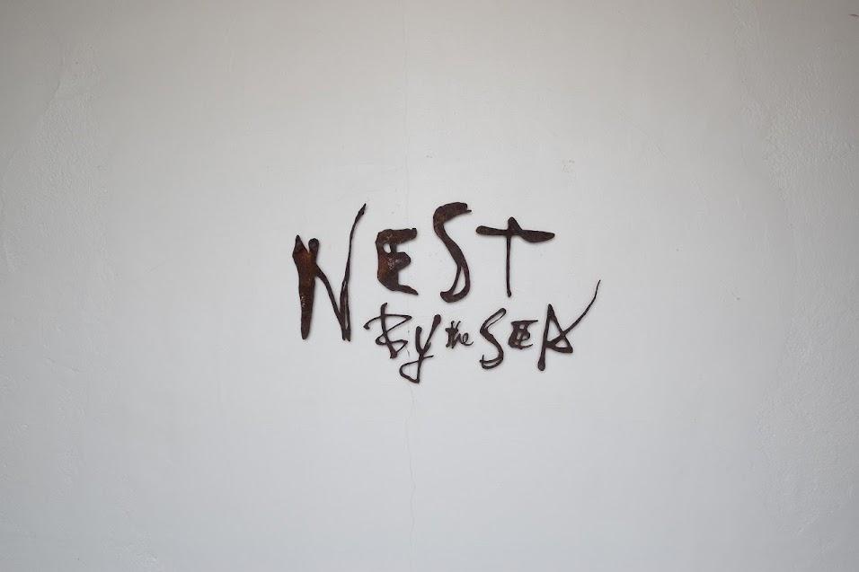 新舞子のカフェ「ネストバイザシー」のロゴ