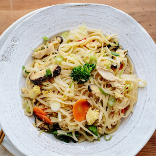 Stir-Fried Noodles with Shredded Chicken and Winter Vegetables Recipe