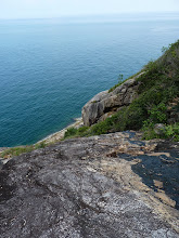 Photo: Ko Phangan - trek from Haad Khom to Haad Khuat, trail on the rock, be careful with slippery rock with water, you don't want to fall deep down