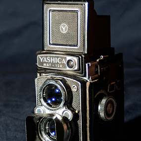 YASHICA Mat 124 by Jack Raymond - Artistic Objects Antiques
