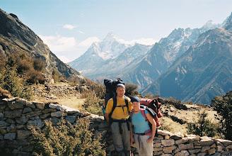 Photo: Jule und Ralf im Hergrund die Ama Dablam