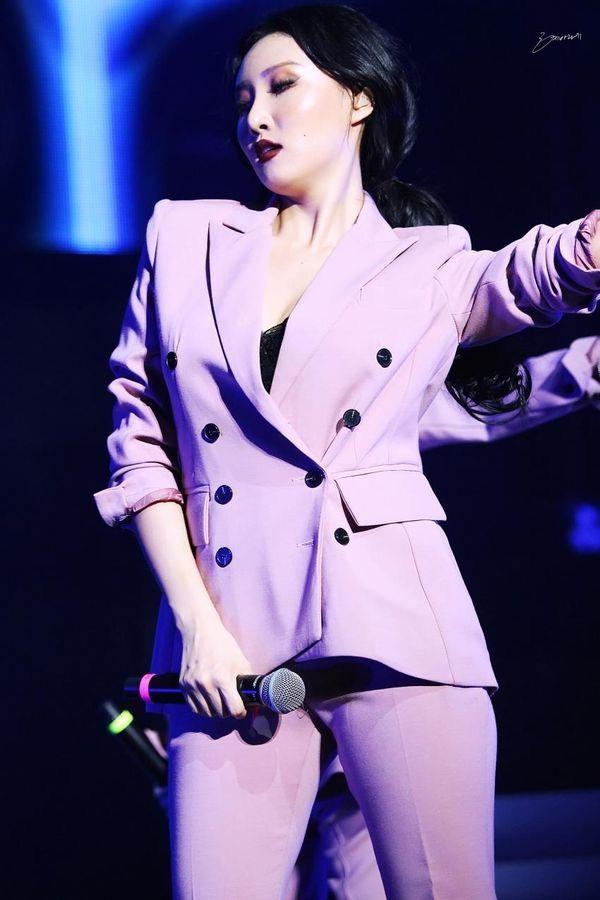 hwasa suit 22