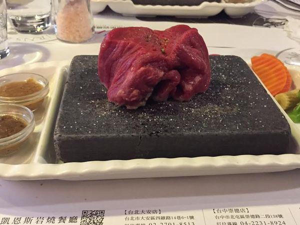 凱恩斯岩燒餐廳~美味石板牛排自己煎X超美味雙層螺旋脆皮濃湯!