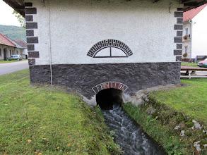 Photo: 03.Budynek nad potokiem o niewiadomym przeznaczeniu. Czyżby jakiś młyn?