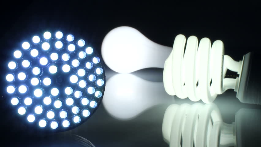 Đèn LED có ưu điểm là nhiệt toả ra thấp không gây nóng khi chạm vào