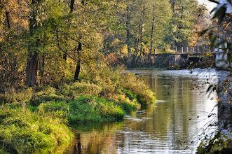 Photo: 42,9 km Suliszew, widok w górę rzeki z mostu, jaz młyna, niżej po p. ujście Chojnatki