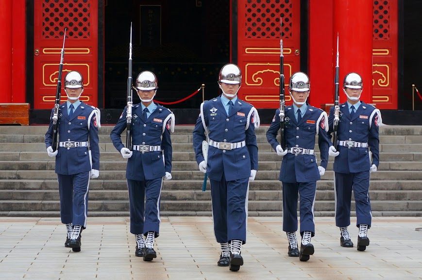 Marching soldiers at the National Revolutionary Martyrs' Shrine (國民革命忠烈祠)
