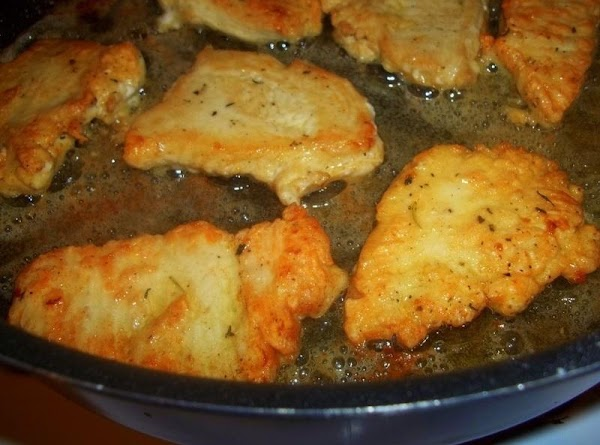 Heat the oil and 1 tablespoon of butter over medium / high heat in...