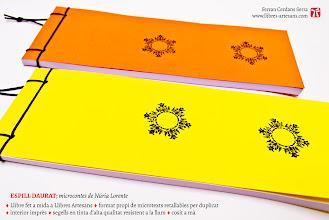 Photo: Espill daurat, de Núria Lorente. Maquetat i fet a mà per Ferran Cerdans Serra a Llibres Artesans · Fem els llibres del futur.