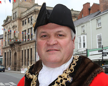 Welshpool Mayor re-elected - again