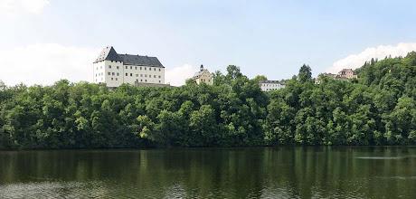 Photo: Sperrmauer Burgkhammer - Aussicht zum Schloss Burgk