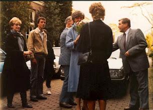Photo: Ontvangst van directeur Loeff, rechts hr van Haagen, verkoopleider.