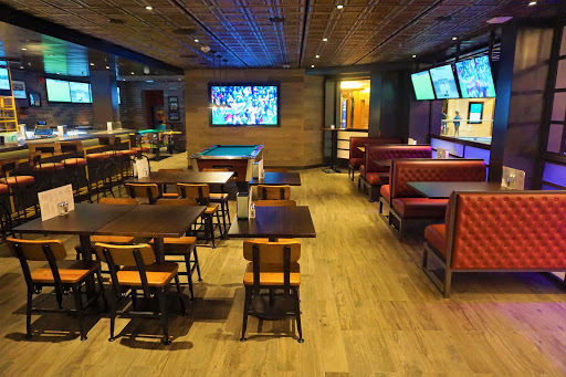 Playmakers_Inside.jpg - Playmakers Sports Bar and Arcade is now on Mariner of the Seas. This sports fanatic hangout has an extensive bar menu, wall to wall TVs with the latest games and some of the best wings at sea.