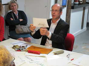 Photo: Jérôme, élève de l'atelier Calligraphis, section Orientale, dirigé par Abdollah Kiaie