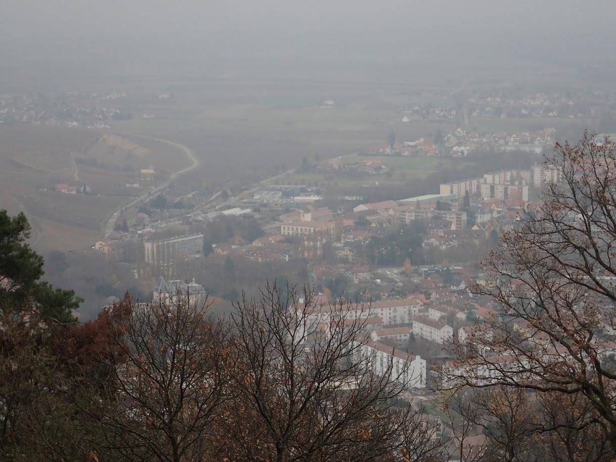 A Fuchsfelden, point de vue sur Guebwiller qui est dans la brume. Dommage!