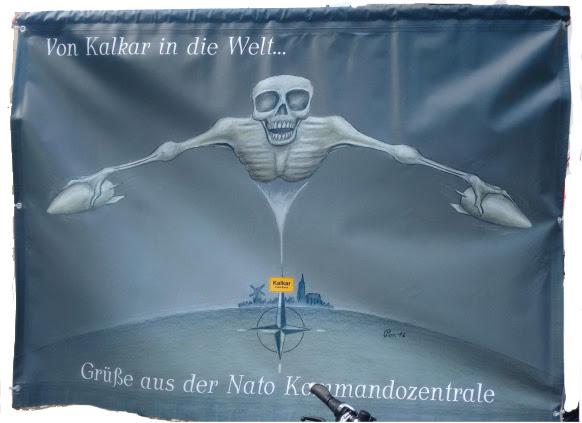 Transparent: Fliegender Tod. «Von Kalkar in die Welt. Grüße aus der NATO-Kommandozentrale».
