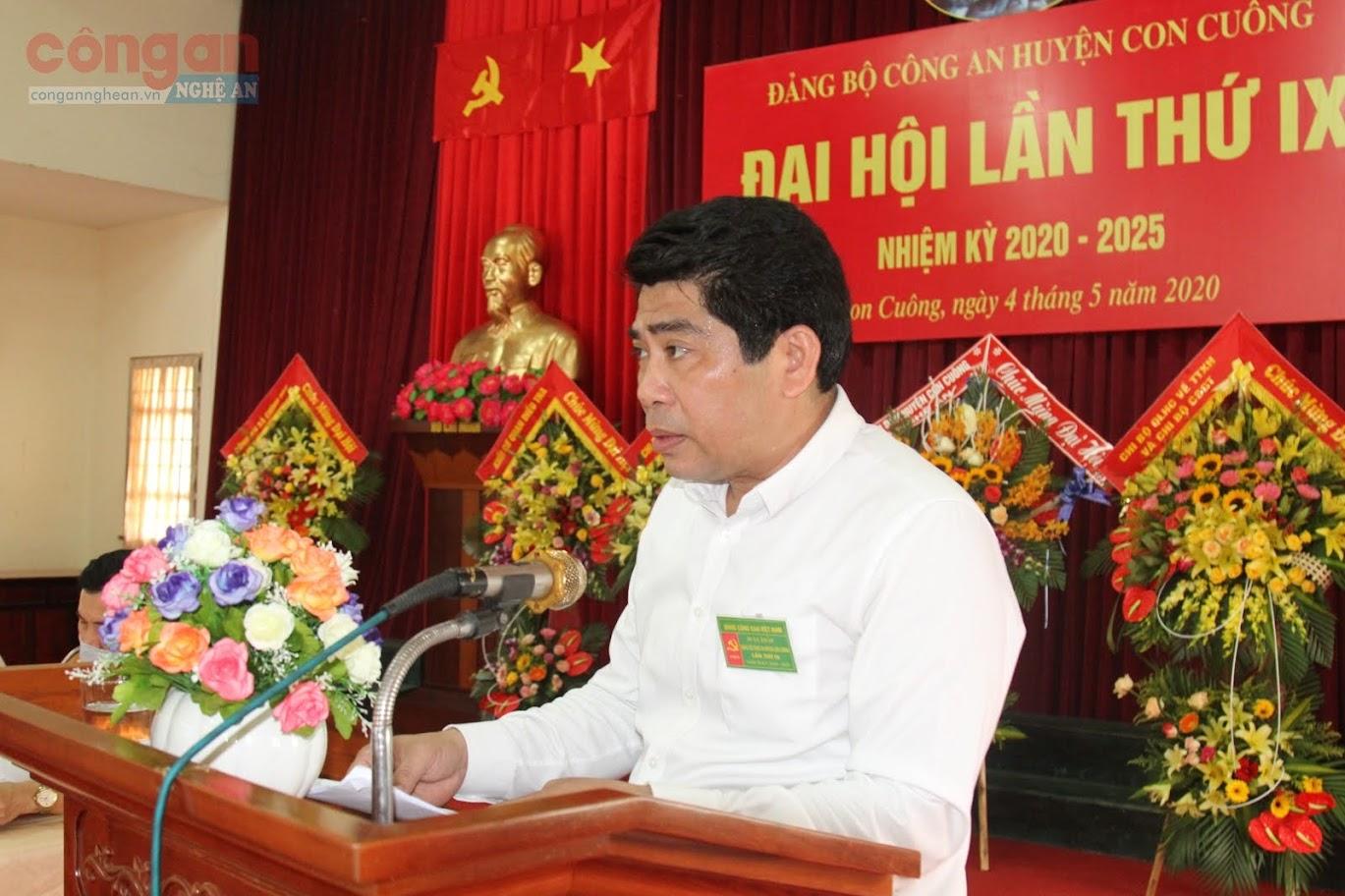 Đồng chí Vi Văn Sơn, Chủ tịch UBND huyện ghi nhận những kết quả mà Đảng bộ Công an huyện Con Cuông đạt được trong nhiệm kỳ qua.