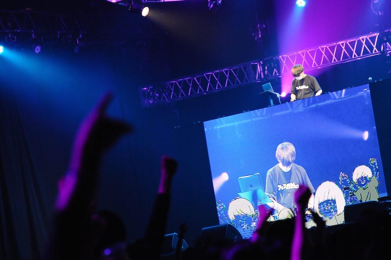 【迷迷現場】COUNTDOWN JAPAN 18/19 DJ ライブキッズあるある中の人 (LIVE KIDS有的沒的裡面的人) 邀請巨乳嘉賓小日向結衣上台一同大唱 感覚ピエロ 的