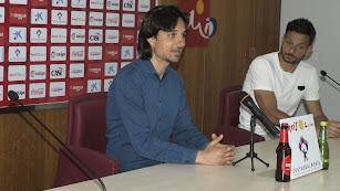 Ibán Andrés en rueda de prensa junto a René.