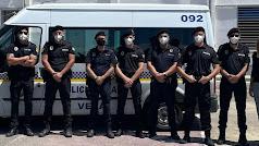 Agentes de la Policía, entre los que figuran los homenajeados.