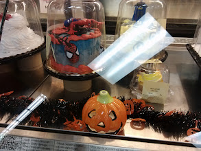 Photo: I'm having a Spider-man party this week and the cake would go perfectly.