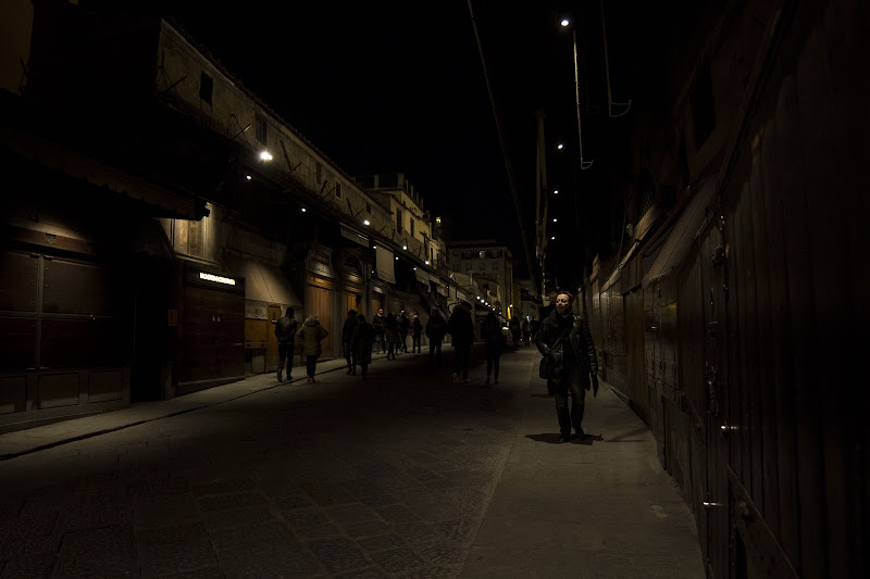 passeggiata solitaria in città di adema