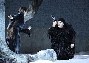 Photo: RUSALKA an der Wiener Staatsoper: Inszenierung Sven Eric Bechtolf. Premiere 26.1.2014. Krassimira Stoyanova, Janina Baechle. Foto: Barbara Zeininger