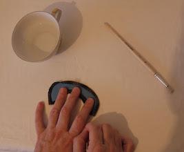 Photo: Придерживая шаблон, тянем за одну нить ...