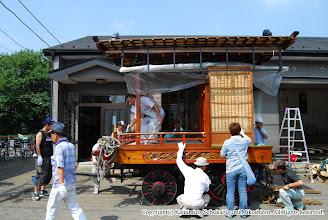 Photo: 【平成19年(2007) 宵々宮】 山車の清掃と同時に、具合の良くない後輪をチェックする。