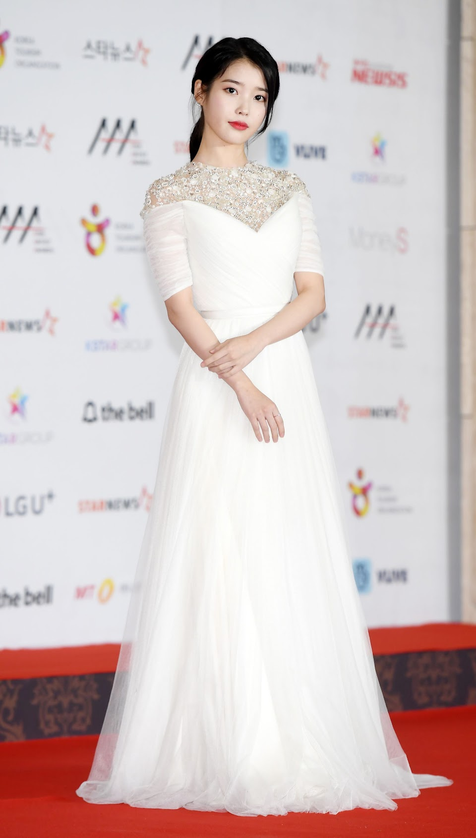 iuwhitegowns_2018 asia artist awards