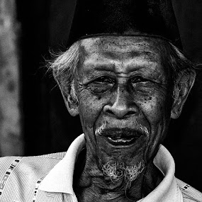 Old man by Bastian M - People Portraits of Men ( old man, face, bw, headshot, portrait,  )