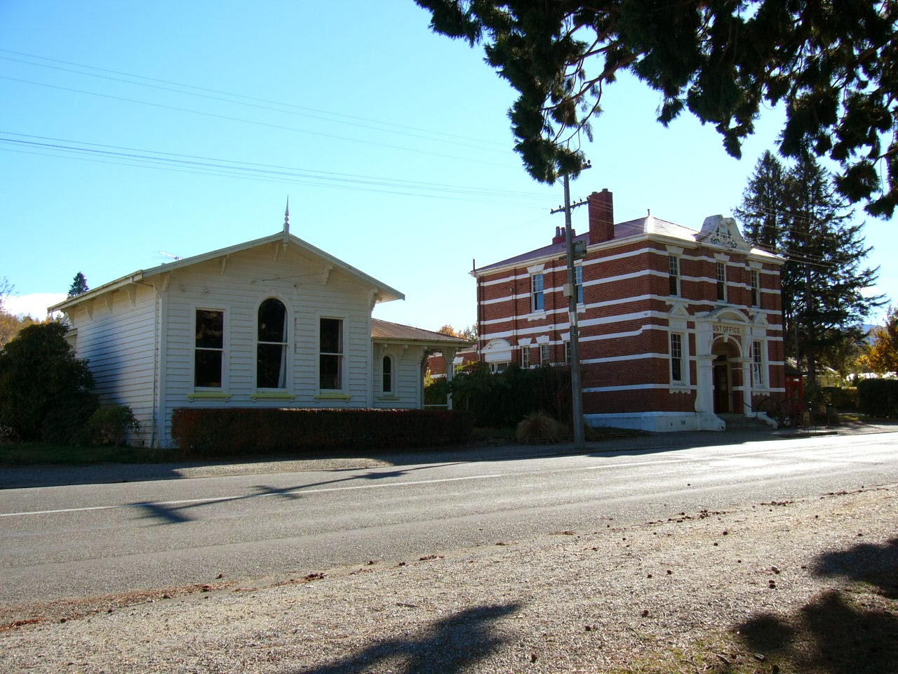 Photo: Former Naseby Courthouse and the Post Office buildings on Derwent Street