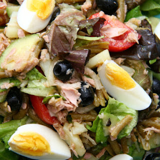 (French Provençale tuna and vegetable salad).