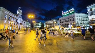 La Puerta del Sol de Madrid recupera su vida estos días.