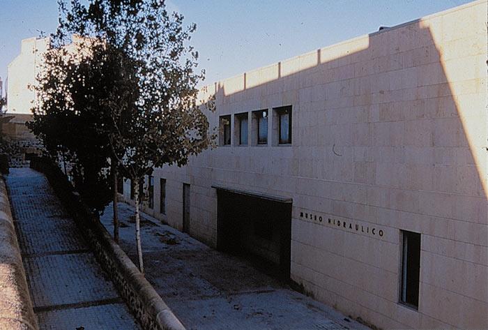 Photo: Fachada y acceso del arquitecto Juan Navarro Baldeweg