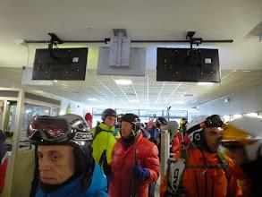 Photo: Massi è perplesso: ci sono molti ciccioni tra gli sciatori quest'anno. Sarà cambiata la moda?