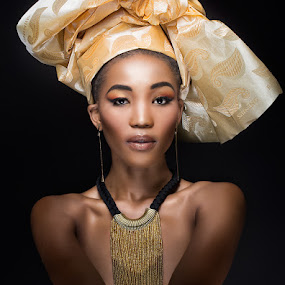 Yonela by Derek Smith - People Portraits of Women