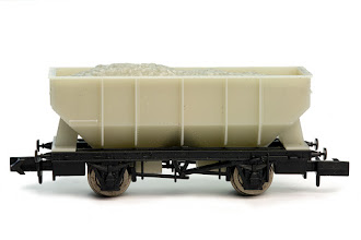 Photo: 2F-034-000 Unpainted 21T Hopper