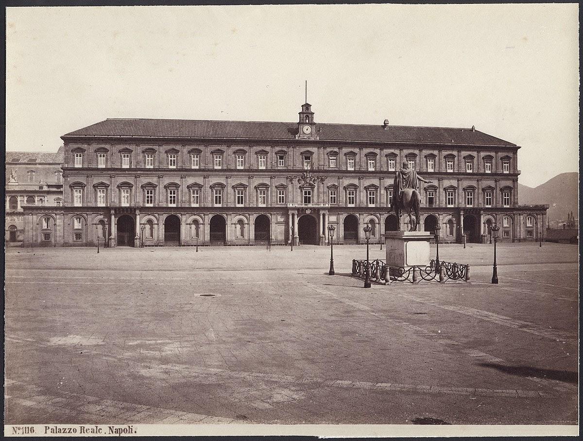 Photo: Giorgio Sommer, Albumin, aufgerollt auf Karton 17,8 x 24 cm. No. 1116: Palazzo Reale, Napoli  via Wikimedia Commons (public domain) http://commons.wikimedia.org/wiki/File:Sommer,_Giorgio_(1834-1914)_-_n._1116_-_Napoli_-_Palazzo_Reale_(bis).jpg  『スカンポロ』 http://inagara.octsky.net/scampolo