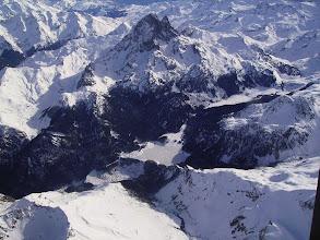 Photo: Vision aérienne sur le lac de Bious-Artigues au pied du pic du Midi d'Ossau 2884m.